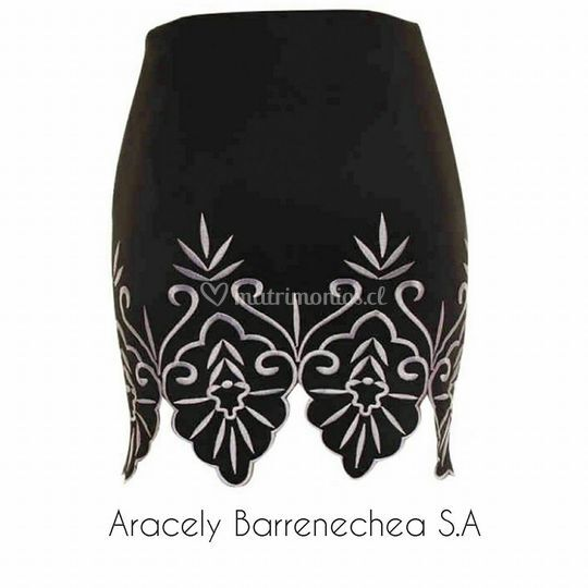 Falda negra diseño Código:0012