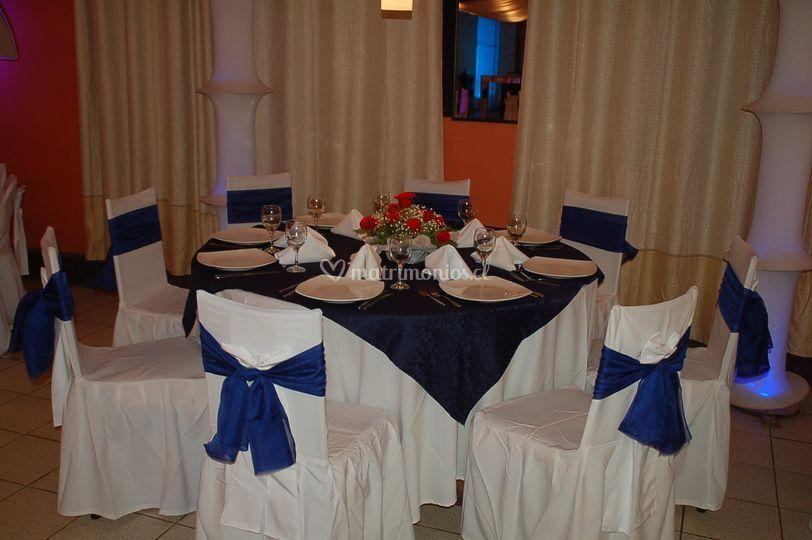 Mesa de novios azul