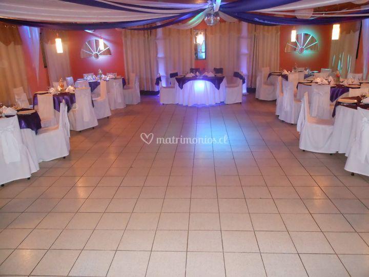 Salón blanco en lila