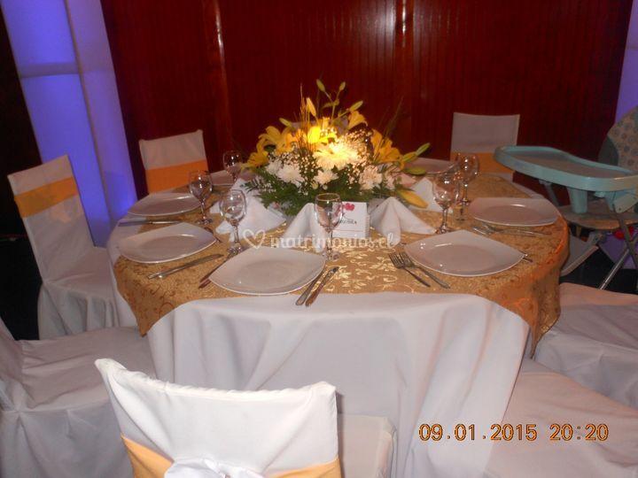 Mesa de novios en dorado