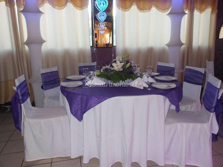 Mesa de novios en lila