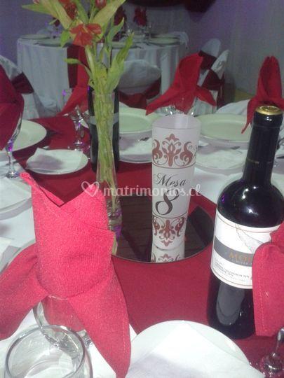 Decoracion mesa invitados