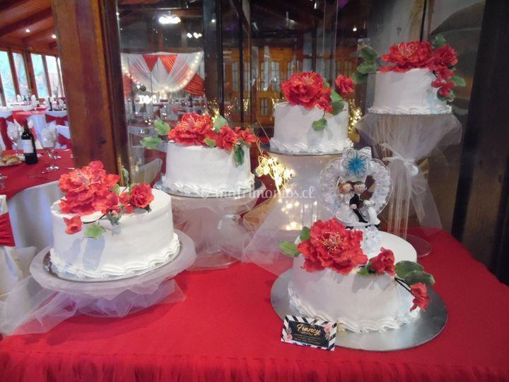Pastel con floreres de azucar