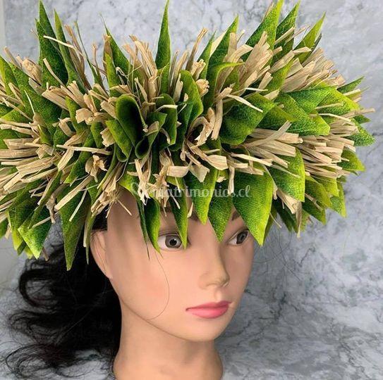 Corona hojas y rafia