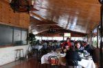 2 amplios salones de La Juanita Restaurant