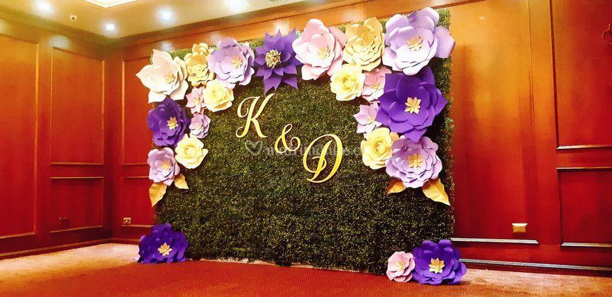 Mural de rosas con iniciales