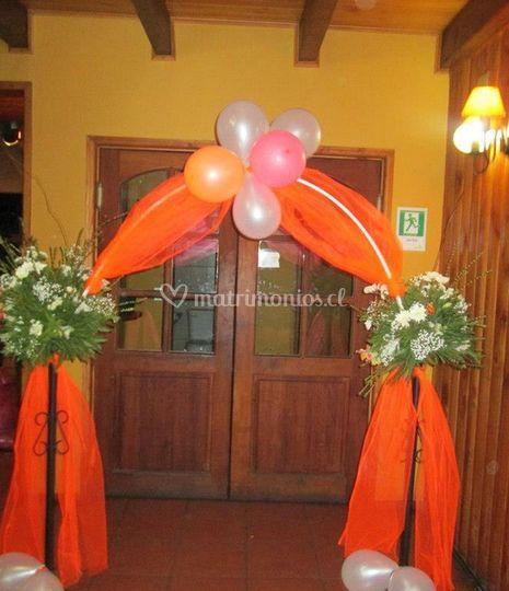 Arco decorado con flores