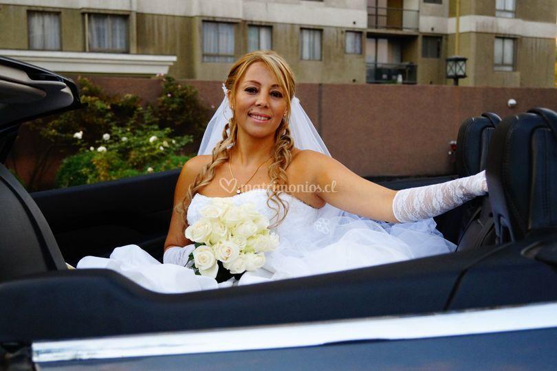 Novia en el convertible