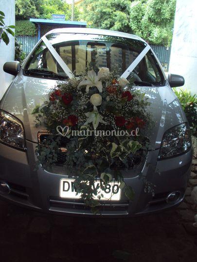 Arreglo floral en autos