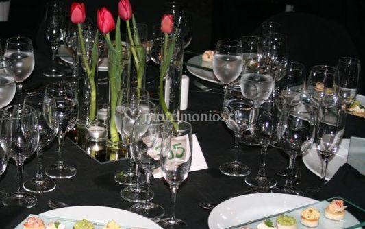 Adorno con tulipanes rojos