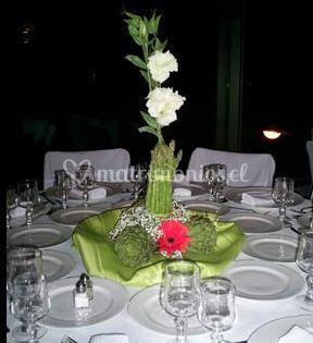 Adorno con flores blancas