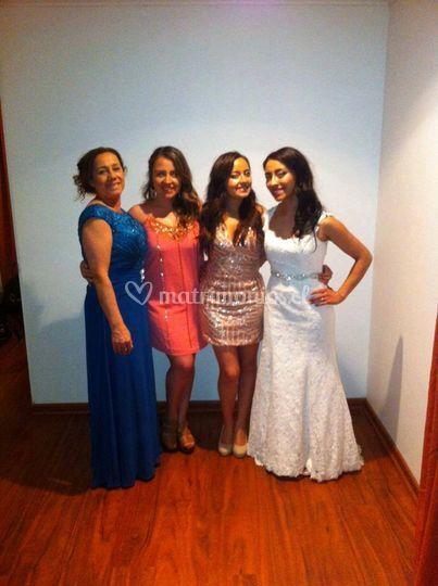 Novia con su mamá y hermanas
