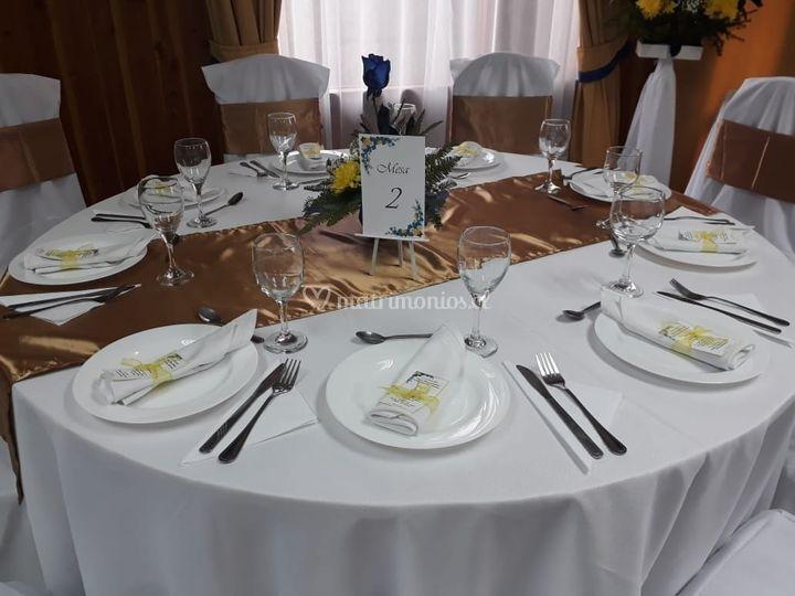 Dorado y centro de mesa