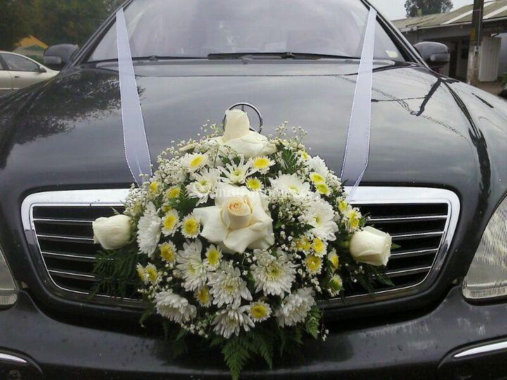 Arreglos florales para el auto