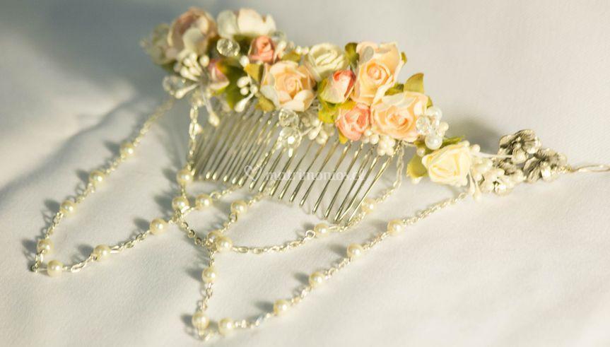 Peine con flores y cadenas