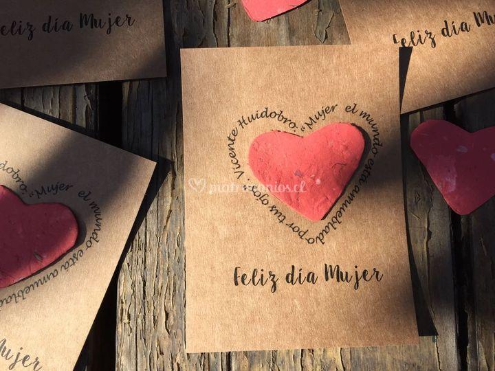 Corazón de papel sembrable