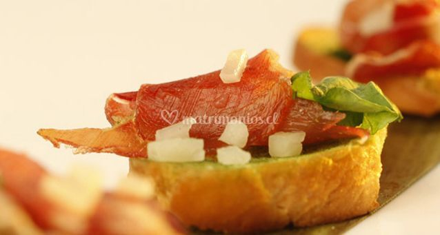 Crostini de jamon crudo