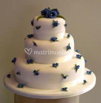 Torta con botones azulinos