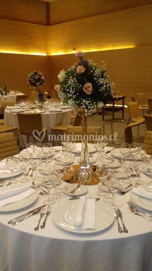 Mesa decorada con Lisianthus