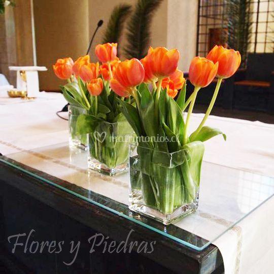Altar con floreros