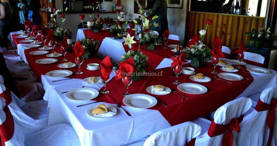 Mesas Decoradas Rojo De Mantelería Y Vajilla Carol Foto 16