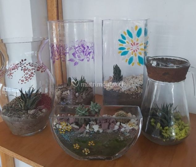 Jarrón vidrio y jardín zen