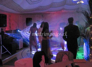 Invitados bailando