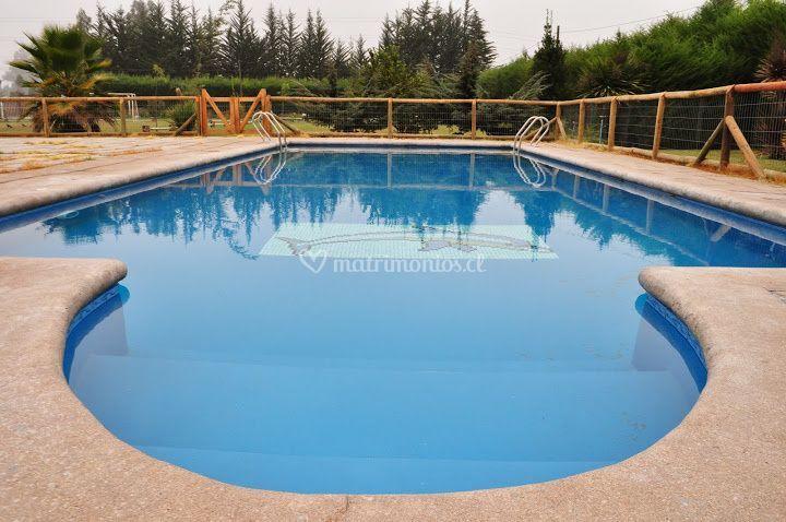 Amplia piscina