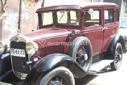 Auto antiguo para matrimonio