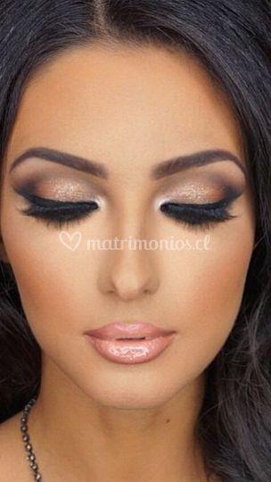 Maquillaje tono tierra