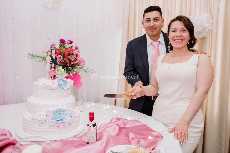Novios y torta