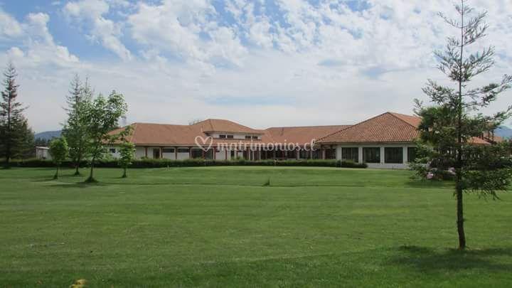 Cancha golf y fachada