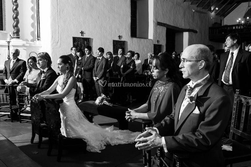 Novios en iglesia