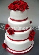 Torta con rosas rojas