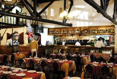 Mesas en el restaurant de Parilladas Los Buenos Muchachos Buin
