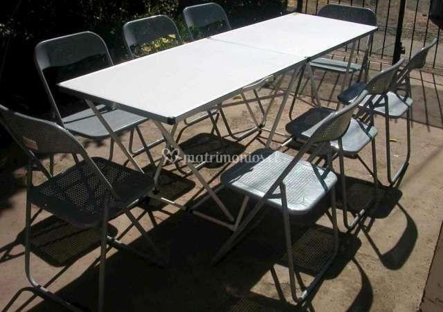 Mesas rectangular y sillas