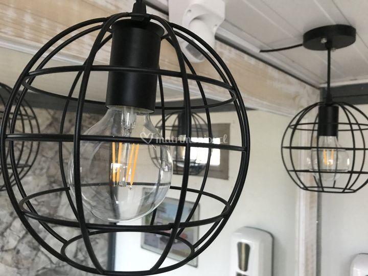 2 lámparas en ambos baños