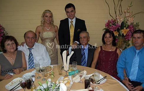 Los novios con los invitados