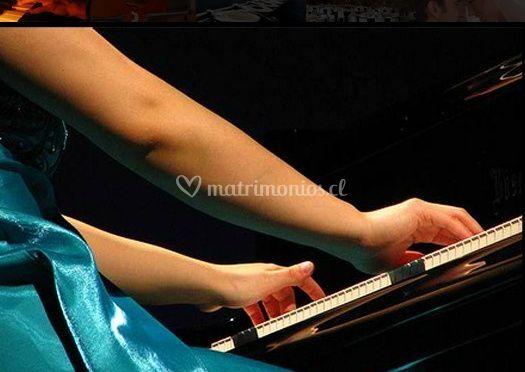 Mujer en el piano