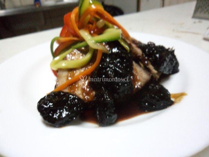Lomo de cerdo en salsa ciruela