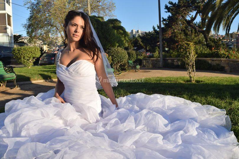 Modelando su vestido
