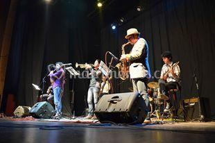 Músicos en escenario