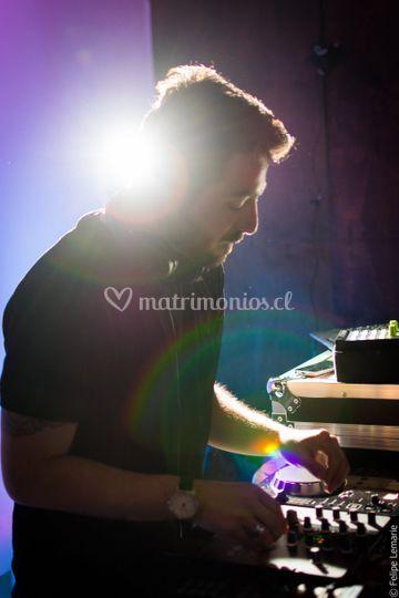 DJ trabajando