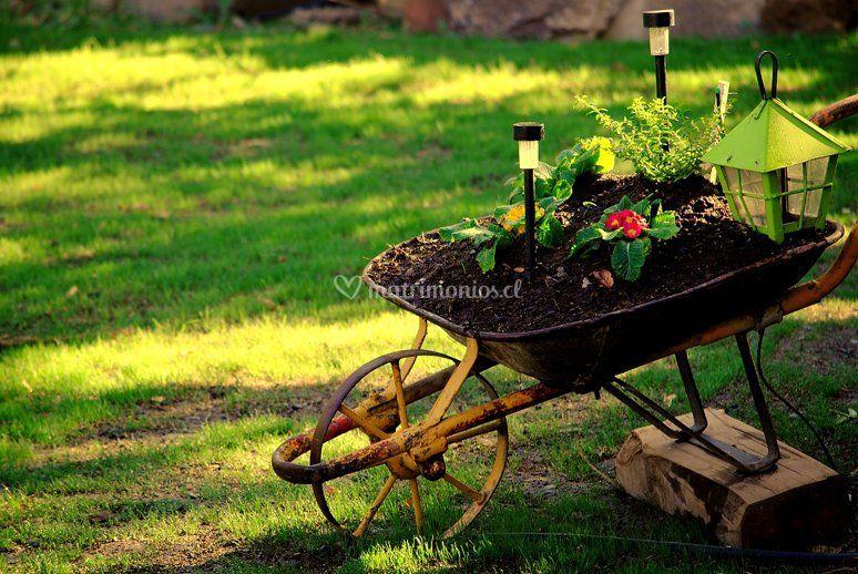 Espacio con  jardín