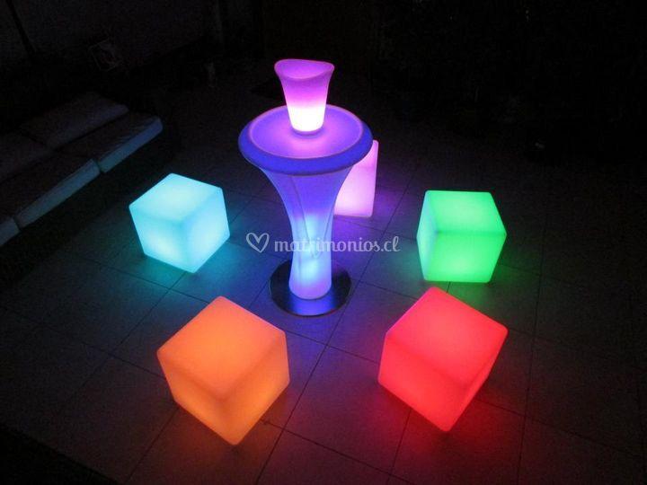 Mesa y cubos led