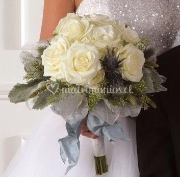Ramo clasico con rosas blancas