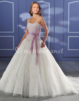 Vestido con corset lila y moño