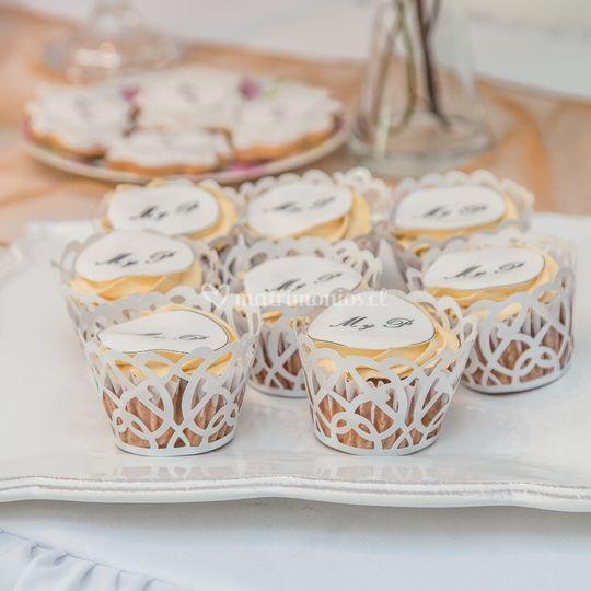 Cupcakes con iniciales novios