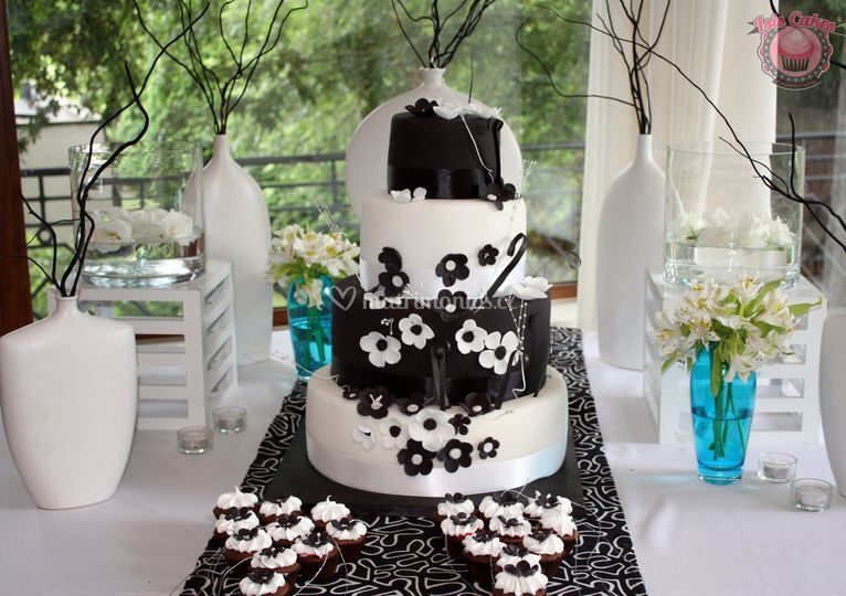 Torta y minicupcakes