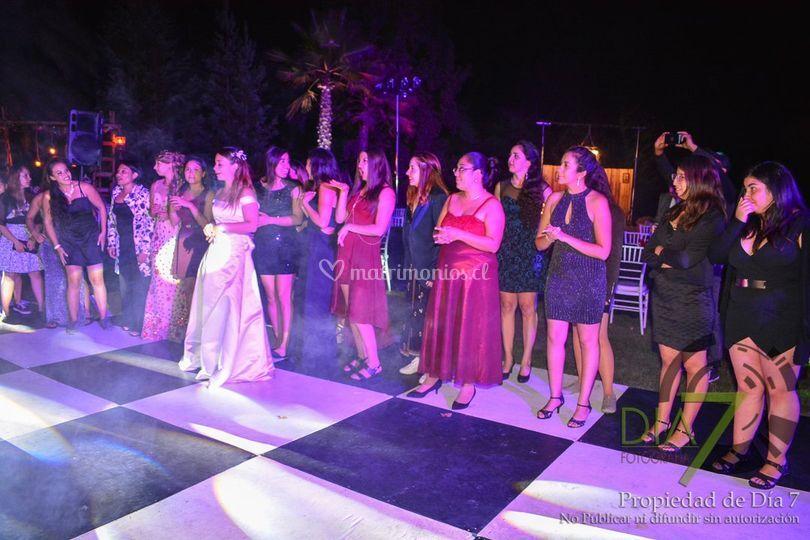 Baile con invitadas